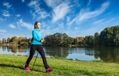Ходьба с лыжными палками укрепляет глубокие мышцы грудного отдела