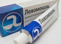 Мазь Левомеколь поможет убрать болевые ощущения и воспаление.