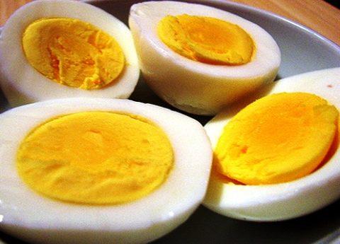 Обычные яичные желтки обладают удивительными противоожоговым свойствами.