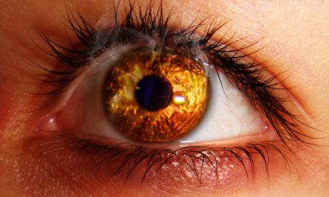Ожоги глаз агрессивными химическими веществами нередки в травматологической практике