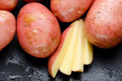 Сырой картофель.
