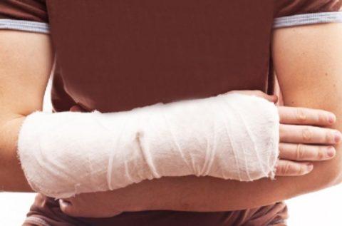 Боль в руке после снятия гипса может беспокоить больного в течение нескольких недель.