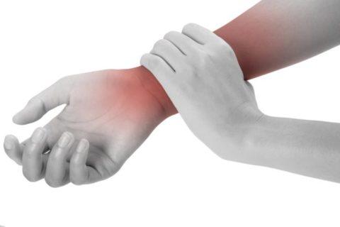 Болезненные ощущения при внутрисуставном переломе лучевой кости