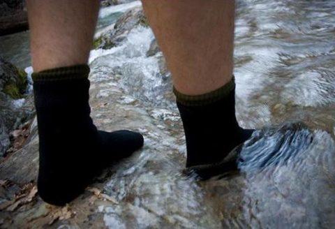 Если в процессе нахождения на морозе, вы почувствовали, что ноги стали влажными, то необходимо переодеть носки.