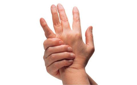 Фото: Симптоматические особенности сломанного пальца на руке