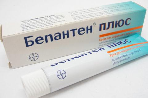 Лекарство Бепантен оказывает ранозаживляющее, болеутоляющее и ранозаживляющее действие.