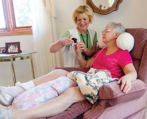 Обустройство спального места при переломе шейки бедра