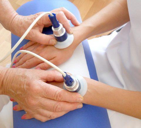 Особенности физиотерапии для стимуляции реабилитации функций кисти после перелома