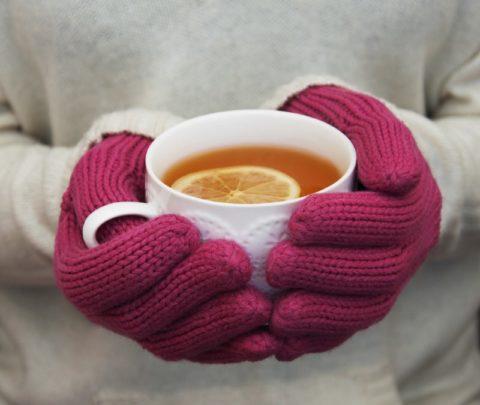 После длительного пребывания на холоде теплое питье поможет согреть организм.