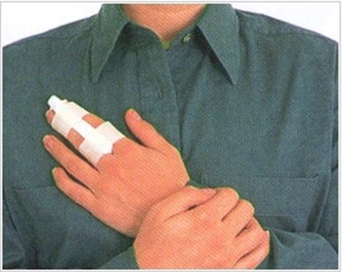Прикрепление травмированного пальца к соседнему как способ временной фиксации