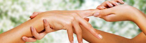 Устранить отеки, боли и восстановить кровообращение поможет лечебный самомассаж.