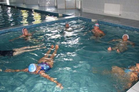 Занятия в бассейне – одна из лучших форм ЛФК для восстановления после переломов поясницы