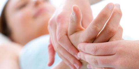Диагностический осмотр и пальпация для опредения полученной травмы