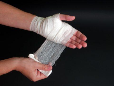 Как наносить повязку при повреждении кожных покровов