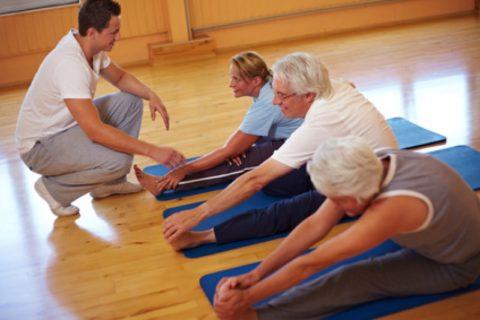 Лечебная гимнастика поможет быстрее привести в тонус атрофированные мышцы.
