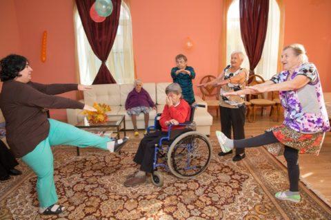 ЛФК очень важно для пожилых людей после перелома позвонков