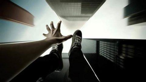 При вертикальном падении ногами вниз больше всего страдает поясничный отдел позвоночника