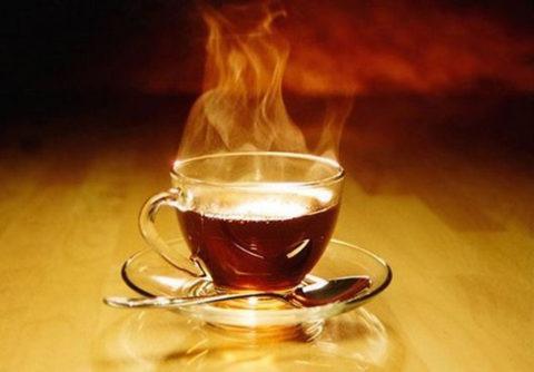 Слишком горячие напитки травмируют слизистую языка