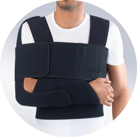 В реабилитационном периоде возможно носить иммобилизирующую повязку Дезо. Приобрести фиксатор можно в специализированном медицинском магазине. Цена не превышает 4000 рублей.