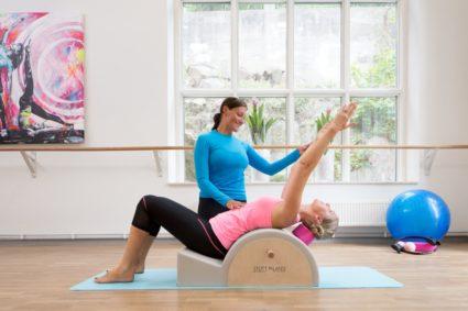 Выполнение упражнений под контролем инструктора