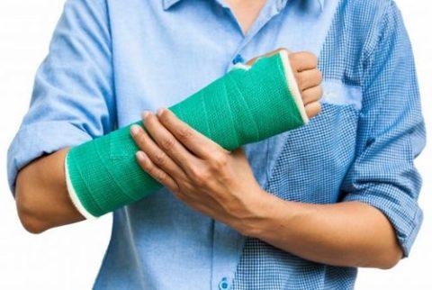 Болезненность и хруст при пальпации поврежденной конечности