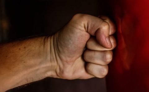Поврежденные кости фаланг пальцев на руке