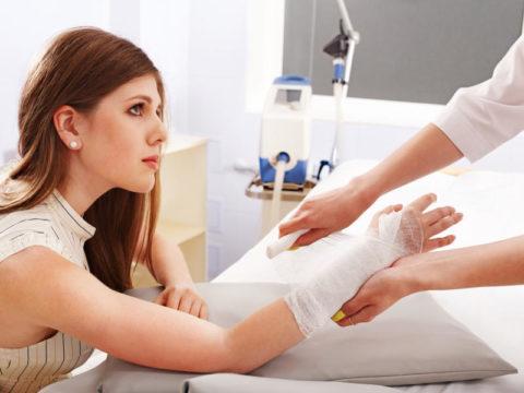 В случае получения травмы стоит обратиться к врачу.