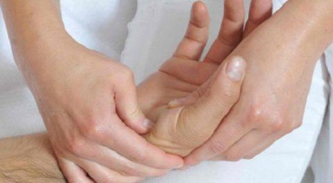 Массаж лучезапястного сустава, включая основание большого пальца