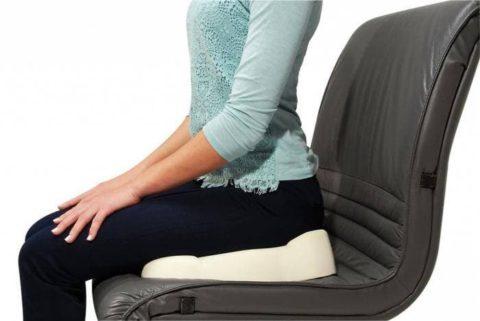 Способы правильного сидения для скорой реабилитации после ушиба копчика в человеческом организме