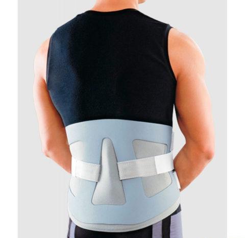 Ношение специального фиксирующего пояса для спины после травмирования копчиковой кости