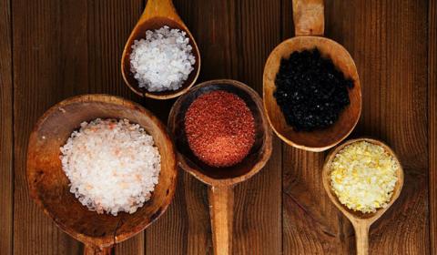 Для приготовления ванн размер, форма и цвет кристаллов соли не имеет значения, важна концентрация раствора