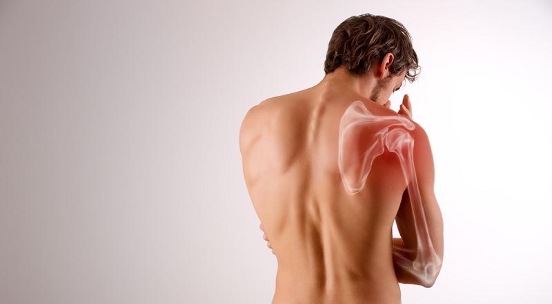 Чтобы сломать лопаточную кость необходима большая прикладная или ударная сила