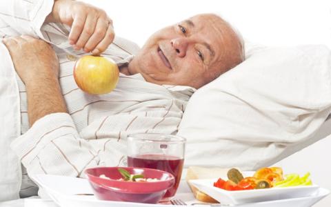 До реабилитации сломанной ноги пищевое поведение должно быть отлично от обычного