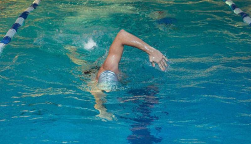 Во время активной реабилитации травм руки показано дозированное плавание