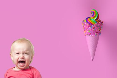 Испугавшегося ожога ребенка быстро успокоит теплый сладкий чай или мороженое