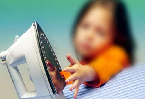 Ожог на пальце у ребенка — неизбежная цена за познание окружающего мира