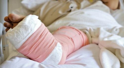 Возвышенное положение ноги облегчает венозный и лимфоотток, уменьшая посттравматическую отечность
